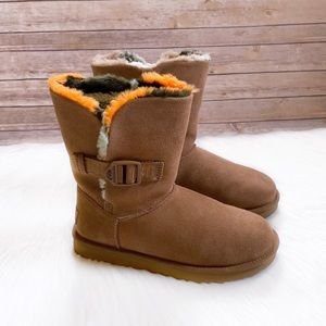 UGG Bailey Buckle Cali Collage In Chestnut Olive